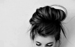 111298-Simple-Messy-Bun